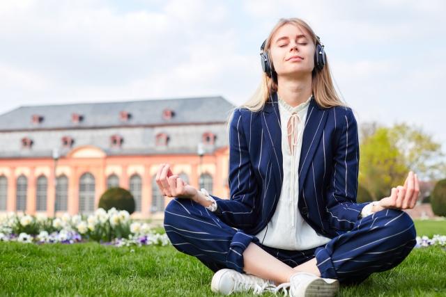 心が疲れてることを知らせる8つの症状と5つの改善法